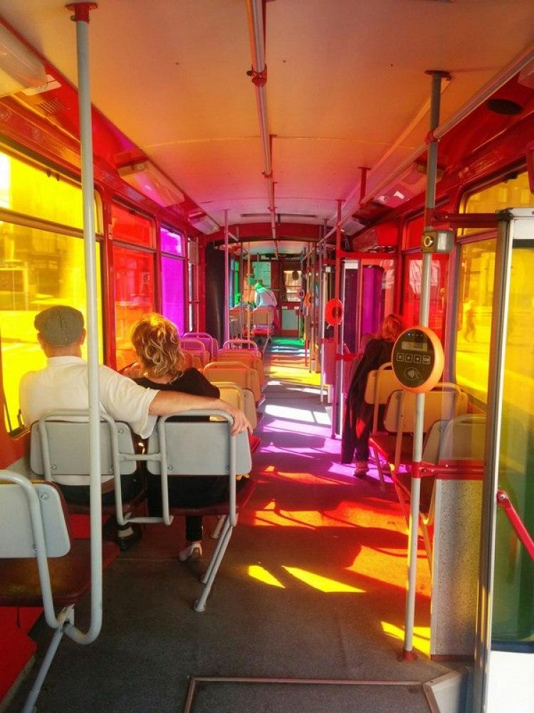 Трамвай в солнечный день