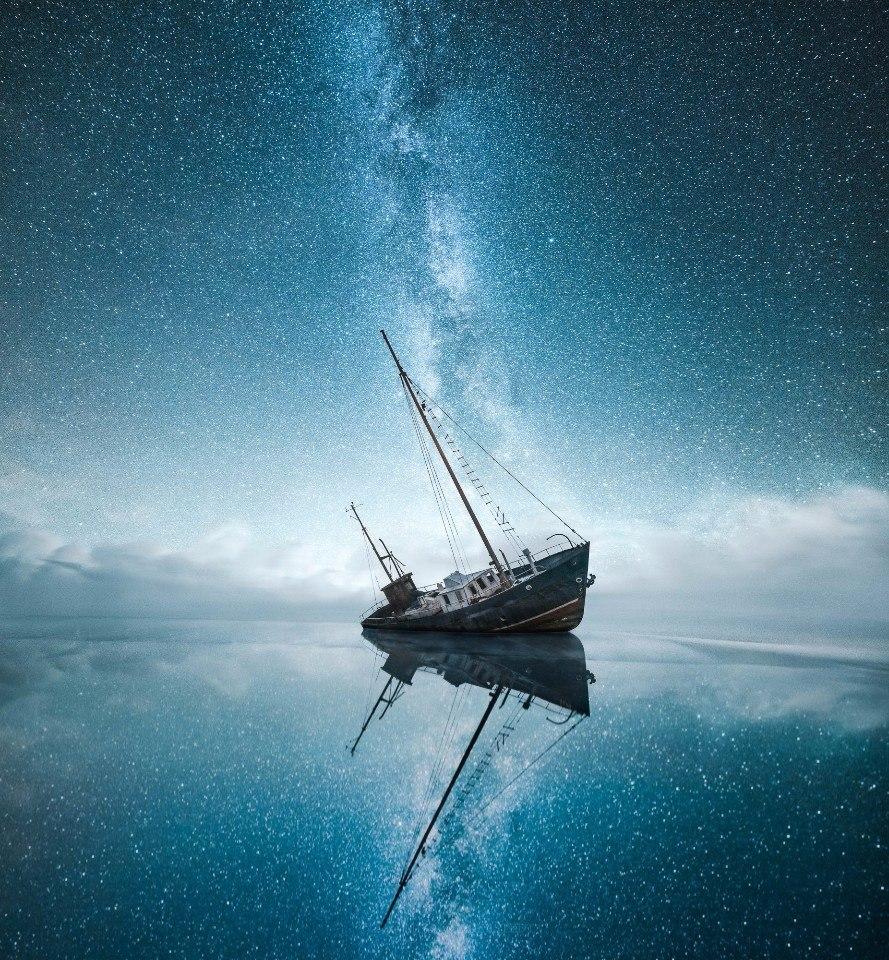 Звёздное небо и корабль